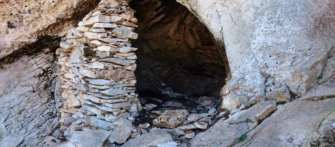 Bild mit Höhle